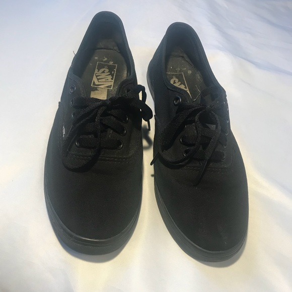 9661bb280c VANS MENS LOW ALL BLACK SNEAKERS 8.5. M 5bf82a32baebf6c25e892481